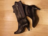 Slim calf fitting DUO mid calf leather boots size 35, very good condition