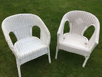 BARGAIN WHITE WICKER PAIR OF CHAIRS NEEDS A LITTLE TLC PAINTING