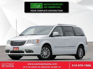 2014 Chrysler Town & Country -