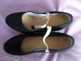 CHARACTER SHOES BY KATZ SIZE 3 CUBAN HEEL