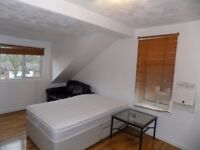 Lovely Studio Flat in Victoria Park Available now
