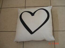 Black/Cream Cushion