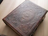 REV JOHN BROWN OLD & NEW TESTAMENTS BIBLE 1722 IN CONDITION FOR ITS AGE