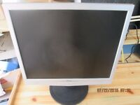 "Fujitsu Siemens SCALEOVIEW L19-8 L9ZA 19"" LCD monitor with Speakers."