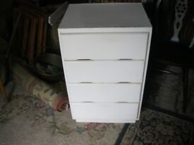 WHITE PAINTED VINTAGE CHEST OF 4 DRAWERS. STURDY. VIEWING / DELIVERY AVAILABLE.
