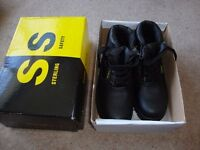Ladies safety boots size 4 New unused Stirling brand.