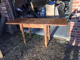 Solid pine extendable dining table *reduced*