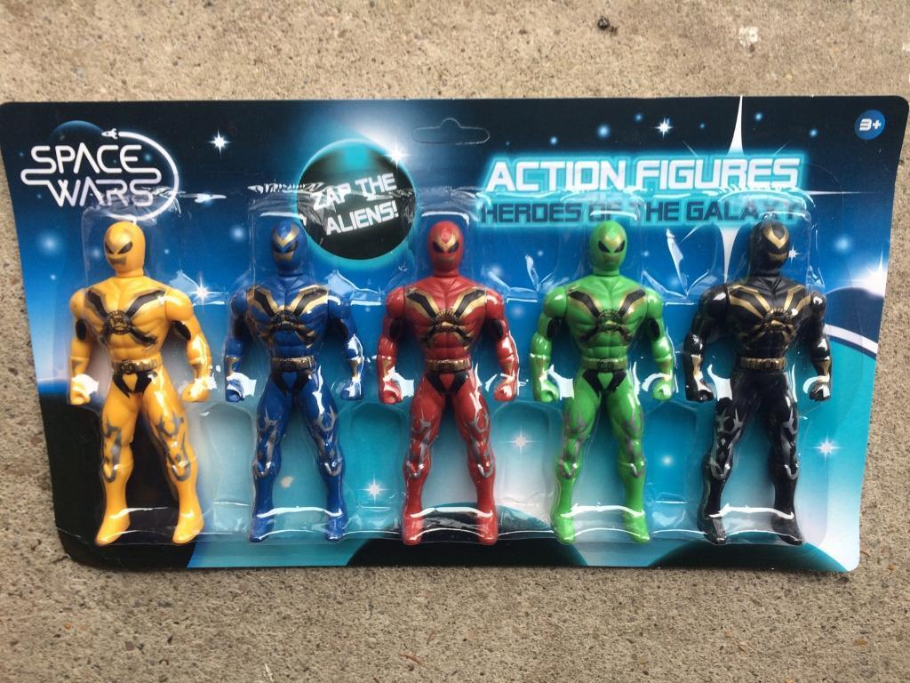 Space wars toy figures 24 sets for £9