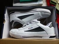 MENS FILA LEATHER TRAINERS size 44 UK 9 1/2 CONDITION AS NEW + 3 PAIR OF NEW FILA SOCKS