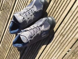 Mountain warehouse walking shoes