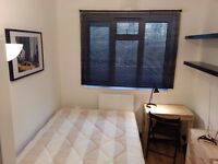 Lovely Double Room Available in Westferry - 10 mins walk to Canary Wharf