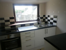KIRBRAE, GALASHIELS: SPACIOUS, BRIGHT 2ND FLOOR 3 BR FLAT £500 PCM + £500 DEPOSIT