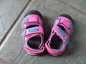 Size 6 Kamik closed toe sandals