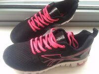 Reebok running trainers 'New' size 6 £25. Please send me a msg