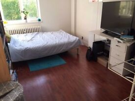Double room in Swiss Cottage, Hampstead, Camden