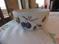 Royal Worcester ,Evesham Gold Bowl