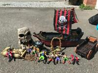 Pirate ship and action figure set