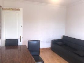 One bed Flat to rent in Greenford. DSS applicants accepted with Guarantor. £1125 pcm. Shops Nearby