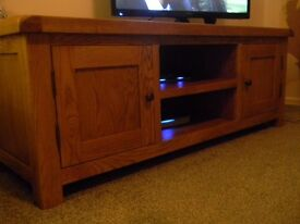 Pine Plasma TV Unit with 2 side cupboards and 2 shelves