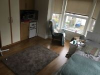 Spacious, light double room close to city inc most bills