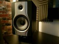 M audio bx8 carbon studio monitors (pair) with isoacoustic l8r155 stands