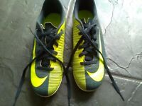 Boys Nike mercurial football boots in good condition size 2