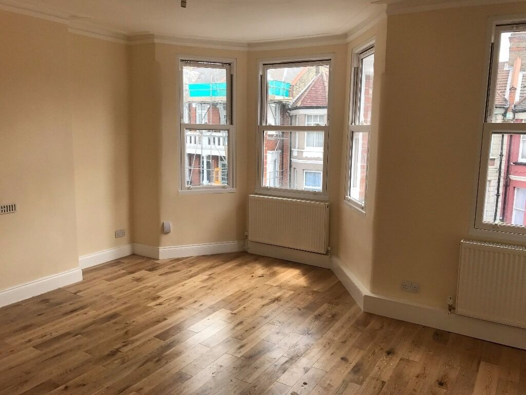 ** NEWLY REFURBISHED ** LARGE 2 BEDROOM FLAT - MOUNT PLEASANT ROAD (N17)