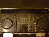 2x pioneer cdj 1000 mrk 3's, 1 pioneer djm 700 mixer and silver flight case