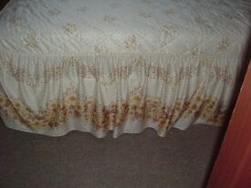 Double bedspread with pillow shams