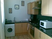 R O O M Noster Hill LS11 £270pcm all inc. Good links to the city centre