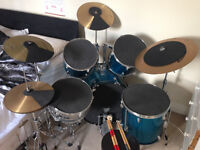 Full 5-piece drum kit with hi-hat, 2 crash and 1 ride cymbals
