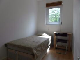 SINGLE ROOM IN BOW ROAD!! ALL BILLS INCLUDED!! AMAZING LOCATION!!