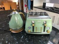 De Longhi Toaster and Kettle