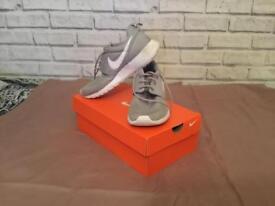 Nike roche size 4