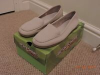 Ladies BHS Tlc beige Cream Loafer Shoe Casual Size Uk 5 Comfy Leather Small Heel