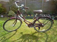 Hardly used classic 'Dutch style' ladies bike.