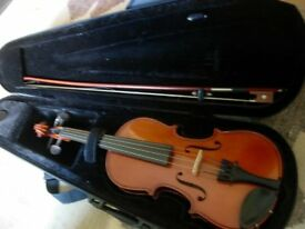 rare 1/16 size tiny violin -real violin for ages 3-5 approx -plays beauifully, lovely musical gift