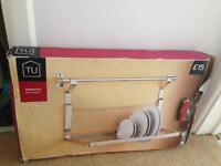 Wall mounting dish drainer