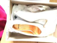 Wedding shoes - bride Size 5 Bronx make white