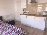 Double Room own kitchen, couples , all bills inc NO FEES