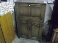 Fine Quality Oak Webber Of Croydon Home Bar Cabinet