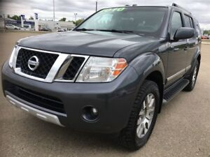 2010 Nissan Pathfinder LE, LEATHER, 4 X 4, AWESOME CONDITION