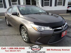 2015 Toyota Camry XLE with Leather + Sunroof $186.47 BI WEEKLY!!