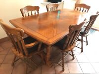 Lovely solid wood dining table & 6 chairs £150