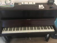 Full size piano