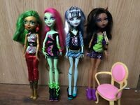 4 Monster High Dolls with Chair