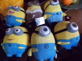 Minions 6 of and 1 of them plays music and dancers £15 the lot