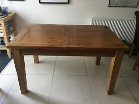 Solid Oak table that seats 6 and is extendable to 8