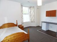 *Spacious double room with Fitted kitchen *All Utility bills inclusive *Available immediately
