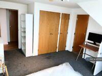 1 bedroom in Penthouse Kensington House, West Drayton , UB7 (#957008)